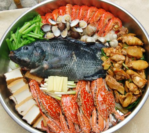 大盆鱼海鲜草鸡火锅