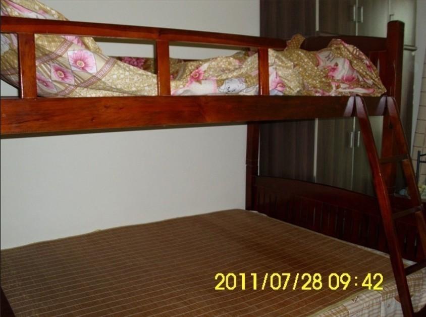 闲置9.9成新双层床经典红木床一张-650元(可面议)